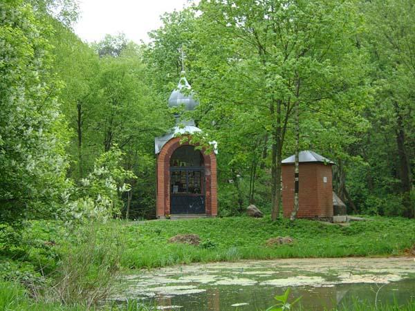 Река Сетунь с часовней в Переделкино